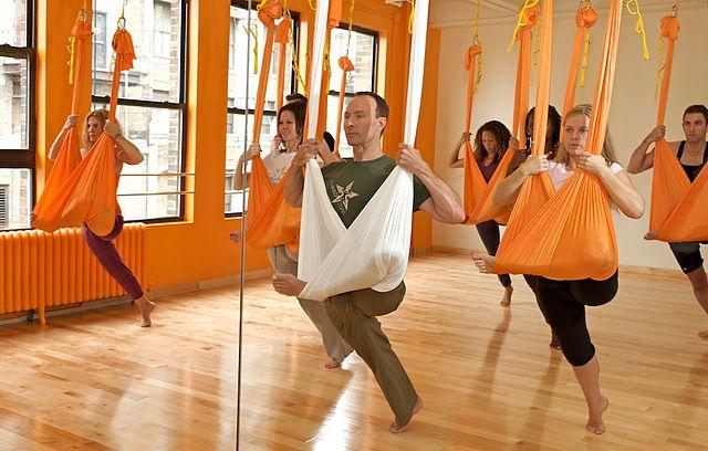 направление йоги в-гамаке